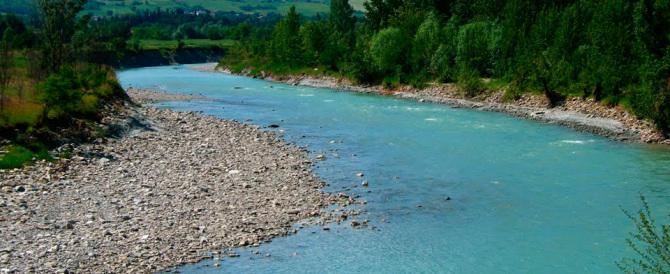 Fiume secchia il letto va gi di 15 metri ed emerge un canyon con fossili secolo d 39 italia - Letto di un fiume ...