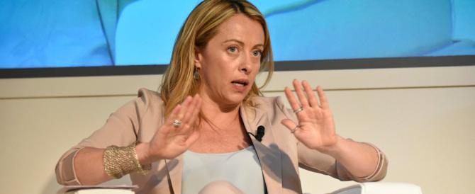 Meloni attacca Renzi: «Dalla Merkel fa più inchini di Schettino»