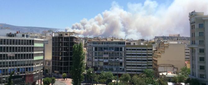 Atene in fiamme, la Grecia chiede aiuto all'Italia. Ma bruciano anche i nostri boschi