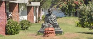 Più che guru, para-guru: accusato di stupro di una 16enne, punta a farla franca