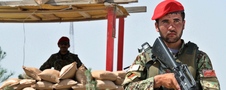L'esercito regolare afghano sorveglia Herat