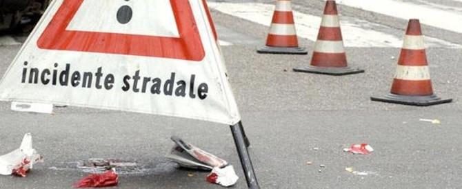 Vercelli, auto sbanda e si ribalta per la pioggia: morte due ragazze