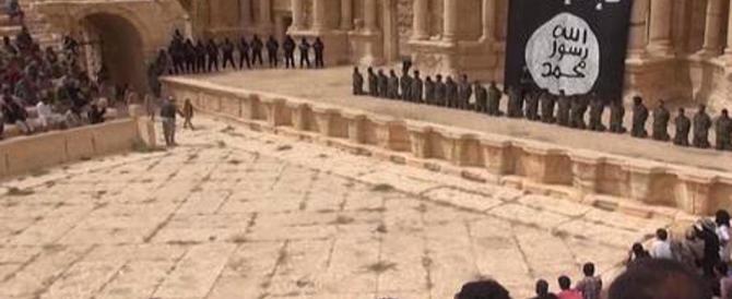 Isis, in un macabro video ragazzini uccidono 25 prigionieri a Palmira