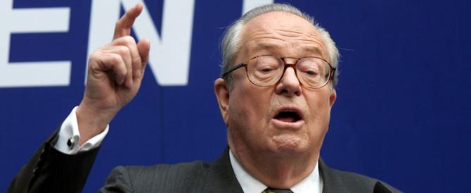 Front National, Jean-Marie Le Pen non può entrare: sede chiusa con le catene