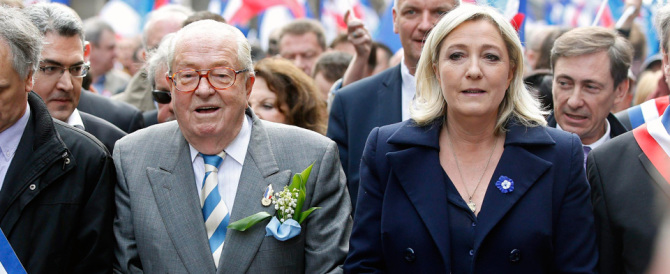 La rivincita di Jean-Marie Le Pen sulla figlia. Resterà presidente onorario del Fn