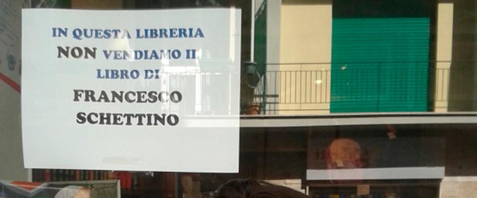 Una libraia di Livorno boicotta il libro di Schettino: «Qui non lo vendiamo»