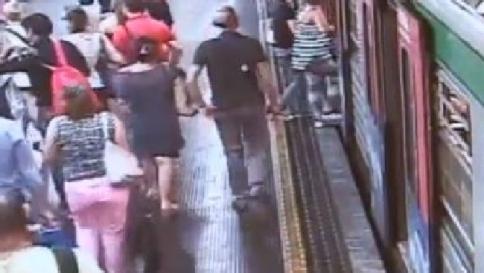 Mamme rom borseggiatrici in metro: 78 arresti, mai state in carcere