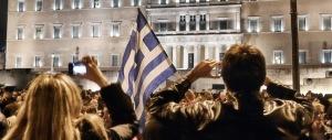 Atene, l'Italia si divide sull'accordo. «Una buffonata». «No, è un miracolo»