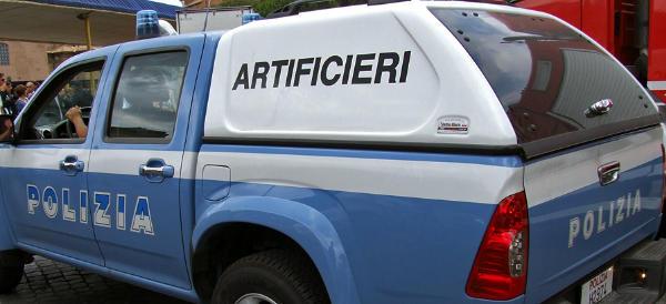 Arsenale della mala a Napoli: trovate bombe e divise da carabiniere