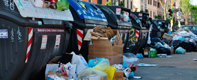 Roma sommersa dai rifiuti, i tecnici del Comune: tra 5 giorni è il collasso