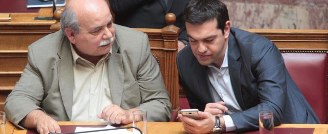 Grecia, i duri di Syriza contestano Tsipras: Atene al collasso