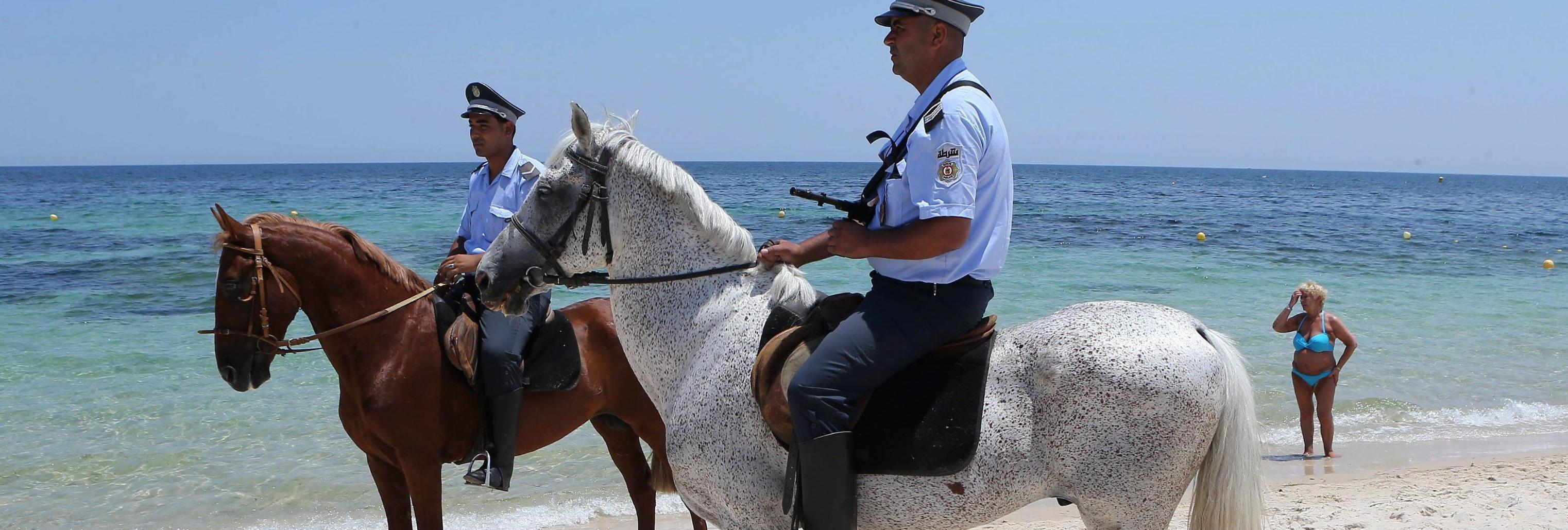 Polizia tunisina sulle spiagge
