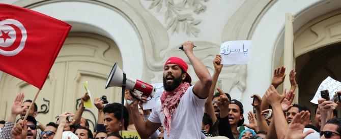 Tunisia, è crisi per la fuga dei turisti: atteso un nuovo attentato islamico
