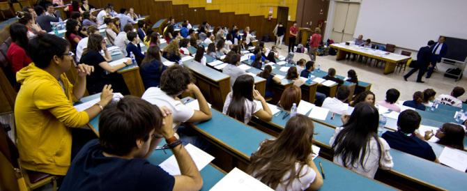 Università, in calo gli iscritti ai test di Medicina. Economia è la più ambita