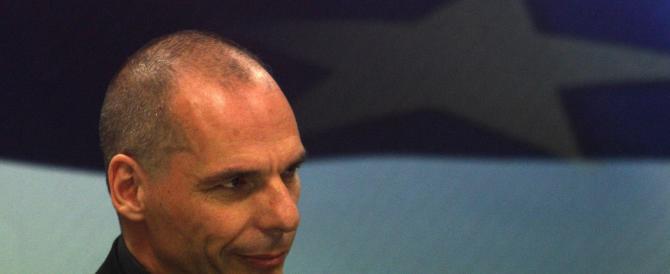 """Varoufakis accusa Tsipras: ha ceduto alla Merkel e tradito il """"no"""" dei greci"""