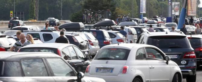 Torna l'esodo di massa, in autostrada è il delirio