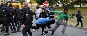 Calais, ora Londra scopre i migranti e chiede all'Europa di fare la sua parte