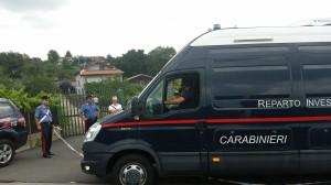 Militari del Reparto Investigativo dell'Arma arrivano alla villa di Crocefisso di Biancavilla di Catania perv prendere parte ai rilievi scientifici dopo l'omicidio del proprietario, Alfio Longo, da parte di due rapinatori