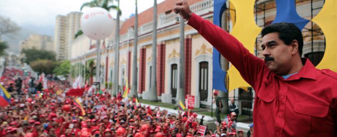 """Schiacciata dalla folla mentre fa la fila per il pane: è questo il Venezuela """"rosso"""""""