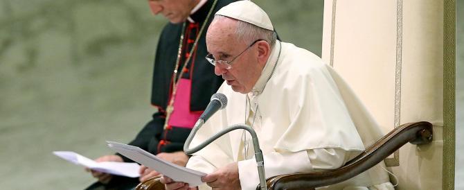 Papa Francesco apre le porte alle coppie risposate: nessuna scomunica