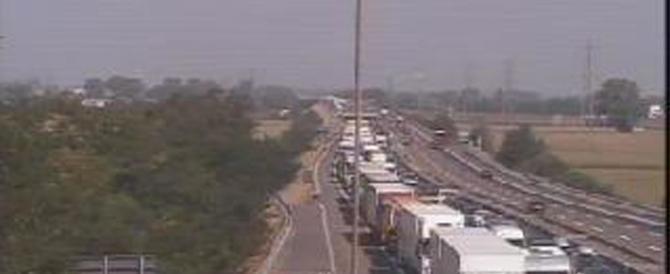 Incidente mortale sull'A1. Chiusa l'autostrada, code chilometriche