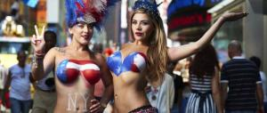 In topless a Times Square: a New York l'isola pedonale è un problema (video)