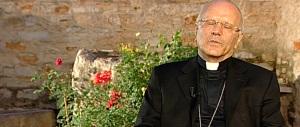 Monsignor Galantino guiderà un ente da 3 miliardi di euro: ora può dare l'esempio sui migranti