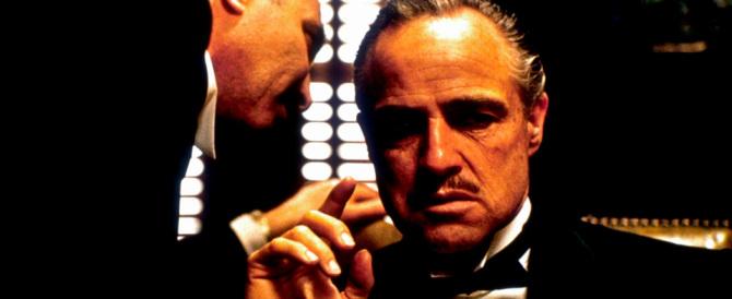 """Da Al Capone a Gotti, l'addio al """"Padrino"""": bare dorate, piazze piene"""