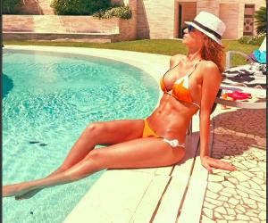 """Macchè """"ragazza di periferia"""": la svolta sexy di Anna Tatangelo"""