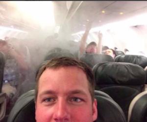 Sull'aereo che precipita o mentre la barca affonda: i peggiori selfie di sempre