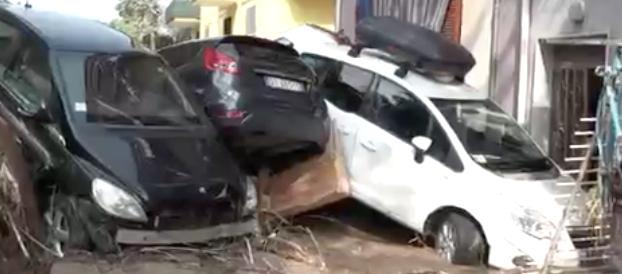 Alluvione a Rossano Calabro: bloccati in casa da due giorni (video)