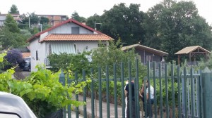 La villa in contrada Crocefisso di Biancavilla, Catania teatro di una rapina finita nel sangue: il proprietario, Alfio Longo, elettricista in pensione, è stato ucciso dai rapinatori