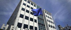 Borsa di Atene a picco dopo il fermo di 5 settimane. Calo record del  23%