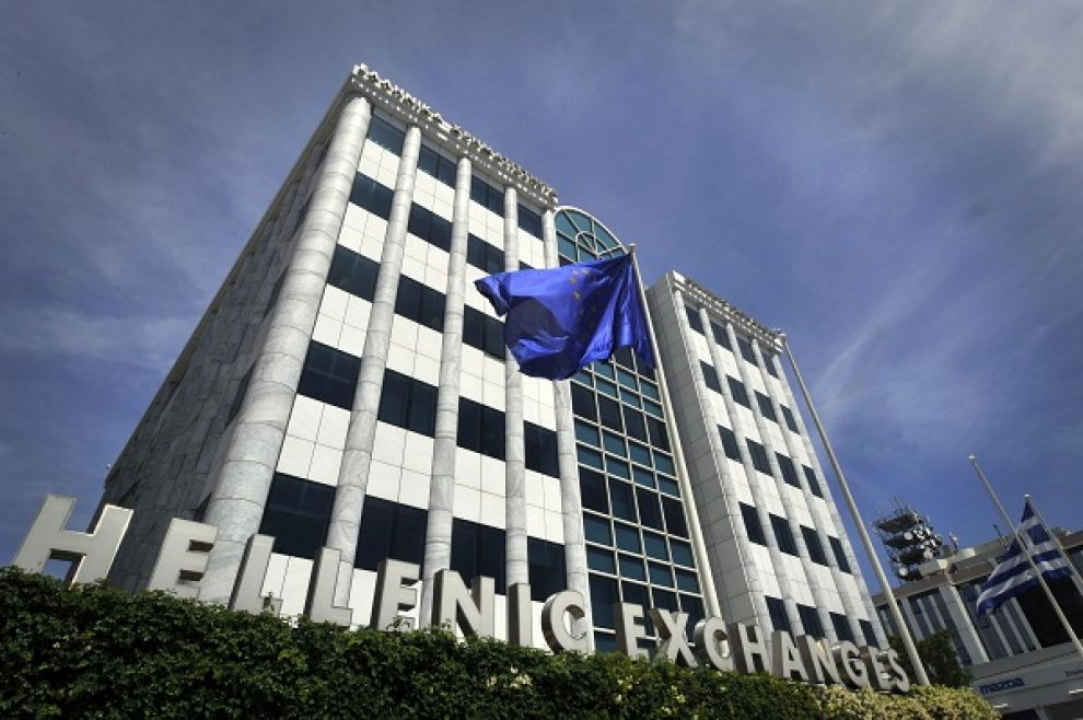 8686c83cf0 Tonfo della Borsa di Atene che ha aperto in forte ribasso dell'11% dopo  essere stata chiusa per cinque settimane (s è trattato del più lungo  periodo di ...