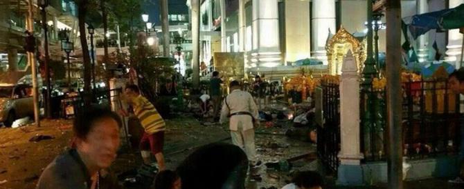 Attentato terroristico a Bangkok: almeno 27 morti e 80 feriti (video)