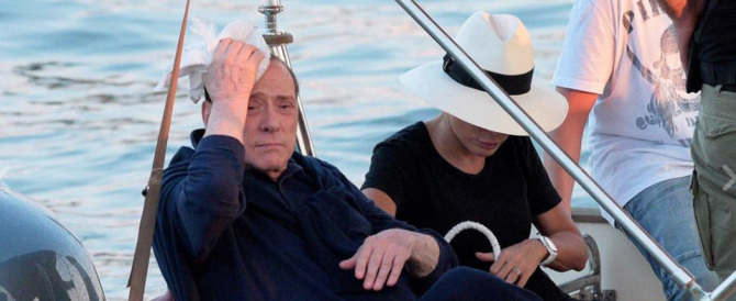 A Saint Tropez incidente in barca per Berlusconi. Lo soccorre Marina