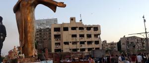"""Inferno al Cairo, esplose tre bombe: i """"black bloc"""" rivendicano l'attentato su Fb"""