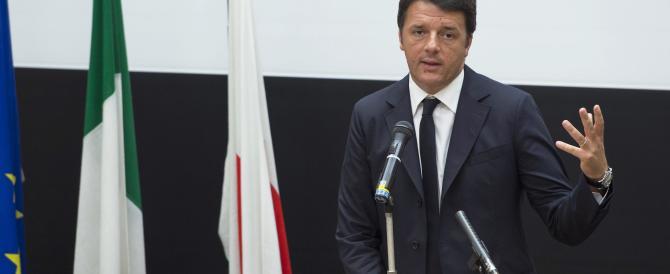 """Renzi scimmiotta le battute di """"Zelig"""" e viene punto dal calabrone"""