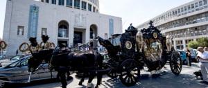 La candida onestà dei Casamonica: la carrozza d'oro? L'avremmo rubata