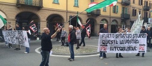 Il sindaco si sfoga su Fb: «Stato di m… e di antifascisti». Denunciato