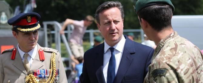 Clandestini, l'affondo di Cameron: carcere per chi lavora illegalmente