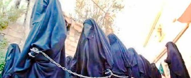 Ecco come l'Isis impone la schiavitù sessuale: «Stuprare è una preghiera»