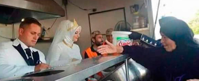 Sposi turchi rinunciano alla festa di nozze e sfamano 4000 profughi