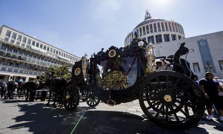 L'avvocato dei Casamonica: «Tutti sapevano dei funerali». Ma nessuno si dimette…