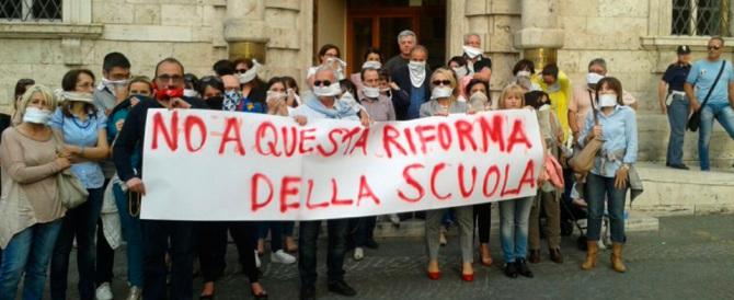Scuola, insegnanti sul piede di guerra: «Renzi ha sbagliato, se la vedrà con noi»