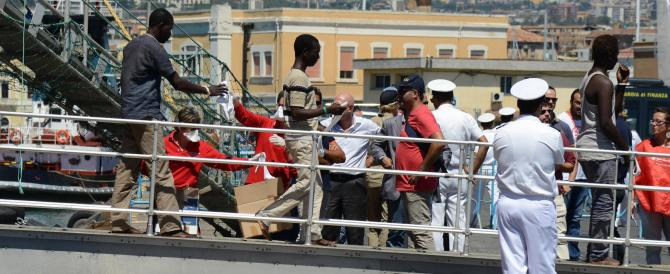 Migliaia di clandestini in arrivo dalla Libia. E l'Italia si precipita a prenderli