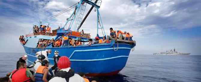 Immigrazione senza tregua: trovati 50 morti nella stiva di un barcone