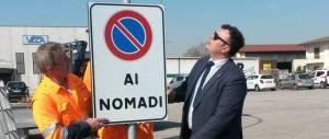 """Il sindaco del """"divieto di sosta per i rom"""" ora vuole una tassa sui gay"""