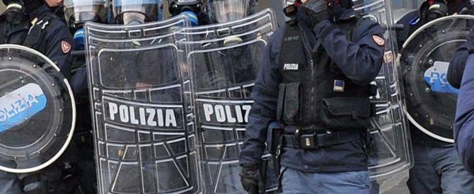 A Genova centri sociali in piazza contro Forza Nuova. La polizia carica