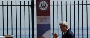 La bandiera Usa torna a sventolare a Cuba dopo 54 anni. Tra le polemiche